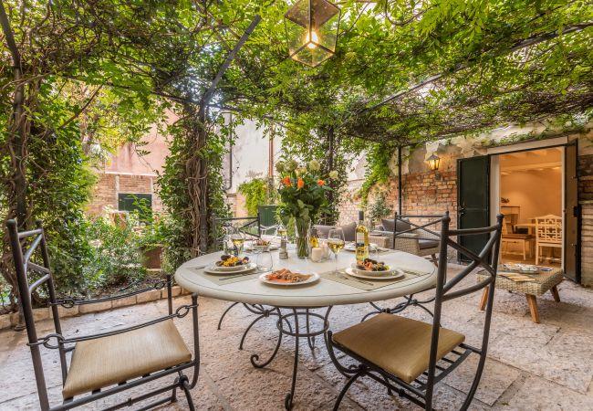 Appartement à Venezia - La Baruffa avec Jardin Privé