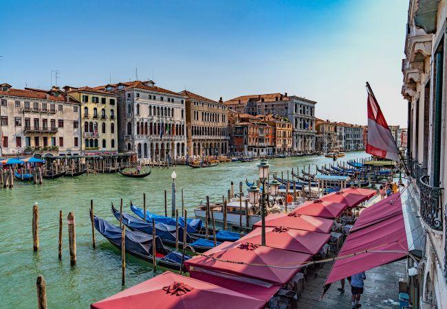 a Venezia - Ca' Fornoni Grand Canal