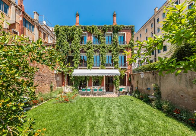 Villa/Dettached house in Venezia - Casetta Rossa